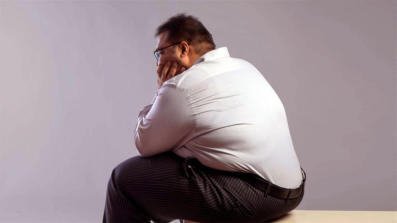 33 yaşında obez bir delikanlı idi. En ufak eleştiriye tahammülü yoktu. Çok sinirli idi. Gerginlik ana şikayetlerindendi.